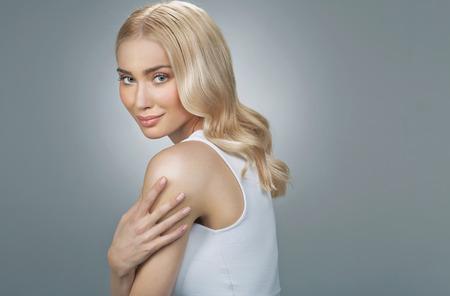 かわいい金髪の女性最高な目と 写真素材