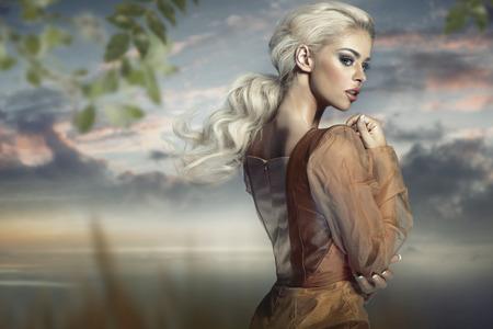 金髪のかわいい女性の肖像画 写真素材