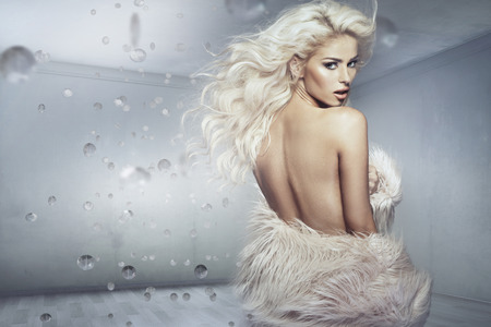 Art picture of the blond woman with the fur coat