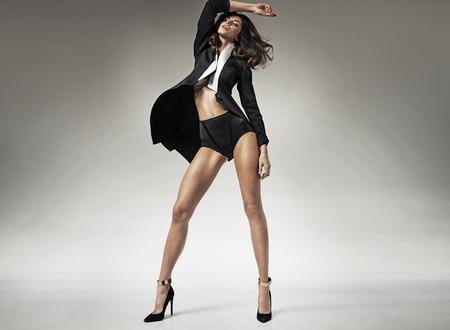 niñas en ropa interior: Sensual mujer adulta con un cuerpo perfecto