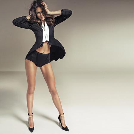 完璧なボディと魅力的なブルネットの女性 写真素材