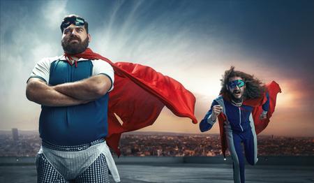 Funny portret dwóch antagonistycznych super bohaterów Zdjęcie Seryjne