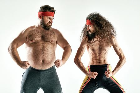 muscle training: Lustiges Foto von zwei dummen Gegner Gegner