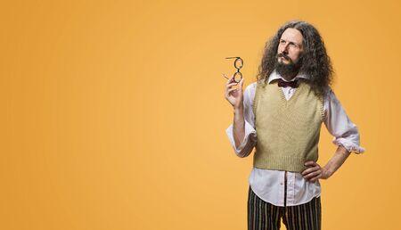 Portrait d'un inventeur joyeux et étrange