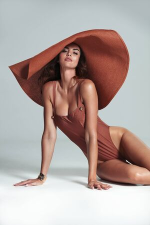 Brunette, sensual model wearing a modern, fashionable hat - isolated Imagens - 134477032