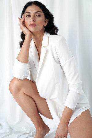 Closeup portrait of an elegant, brunette woman 免版税图像