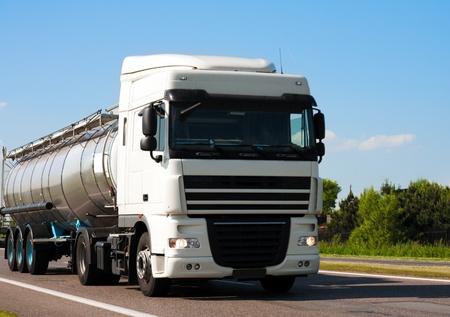 Camión cisterna Foto de archivo - 8505000