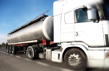 연료 유조선 트럭 속도
