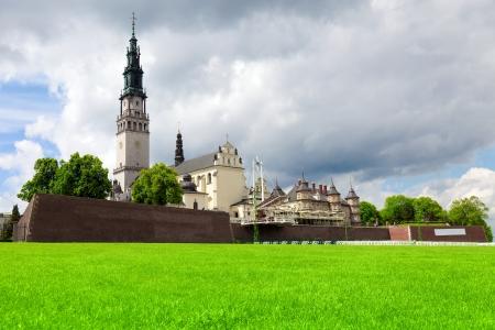 peregrinación: El santuario de Jasna Gora en Czestochowa, Polonia es el m�s importante lugar de peregrinaci�n