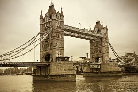 타워 브리지, 런던의 빈티지보기. 세피아 톤
