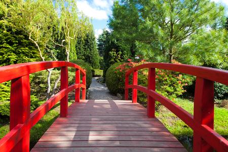 ponte giapponese: Red Bridge al Giardino Giapponese