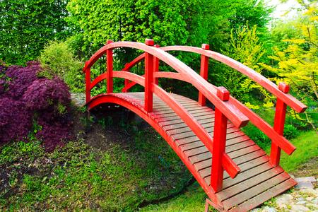 ponte giapponese: Ponte Rosso nel giardino in stile giapponese