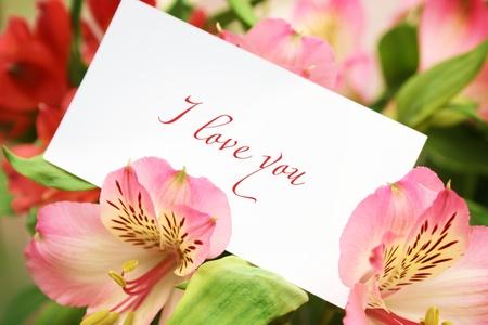 Card in bloemen met liefde woorden