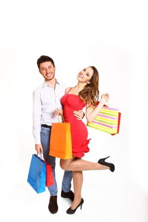 Gelukkig jong paar met het winkelen zakken Stockfoto