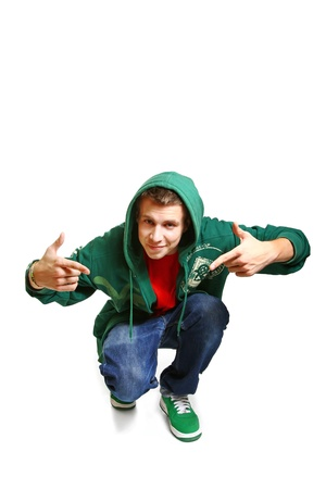 Portret van koele hip hop stijl danser die zich voordeed geïsoleerd