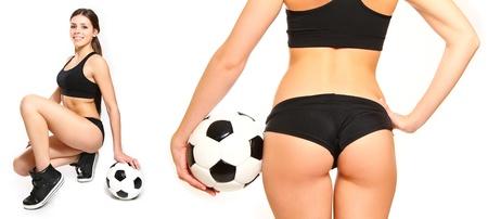 Jonge vrouw poseren met een voetbal geïsoleerde Stockfoto