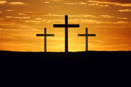 Cross-Silhouetten bei Sonnenuntergang Himmel Standard-Bild