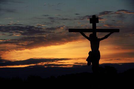 Silhouette von Jesus mit Kreuz Standard-Bild