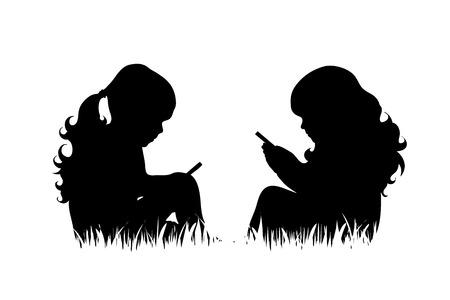 Het vector silhouet van meisjes met telefoon zit in het gras op witte achtergrond.
