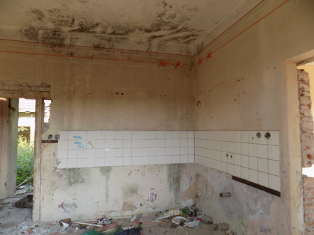 squalid: Bathroom in old abandoned house