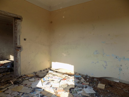 abandoned room: Room in old abandoned house