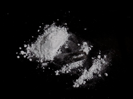 Cocaine drug powder pile and lines Standard-Bild