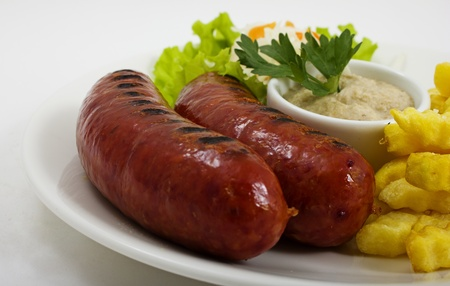 grilled sausages: Grilled sausages with potatoes and gravy