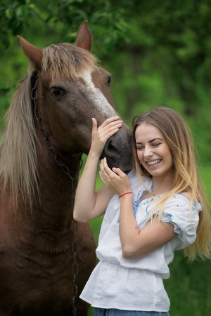 ragazza innamorata: outdoor portrait of young beautiful woman with horse.