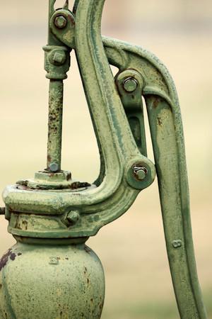 bomba de agua: antiguo bomba de agua  Foto de archivo