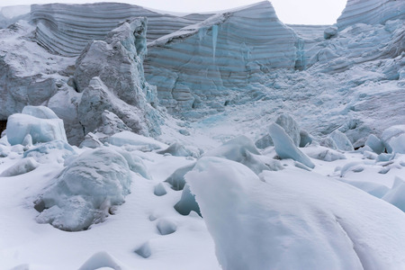 crevasse: glacier