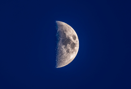 half moon in blue night sky Banque d'images