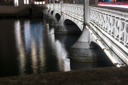 old stone bridge over the river in Zurich at night 版權商用圖片