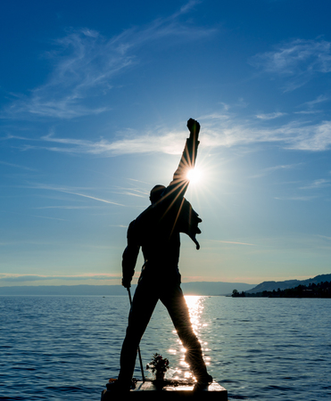 Montreux, VD / Switzerland - 31 May 2019: the Freddie Mercury Memorial Statue on the shores of Lake Geneva in Montreux at sunset Redactioneel