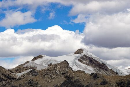 Nevado Ishinca mountain peak in the central Cordillera Blanca in the Andes of Peru under an expressive sky 版權商用圖片