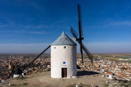 A view of traditional whitewashed Spanish windmills in La Mancha on a hilltop above Consuegra Foto de archivo