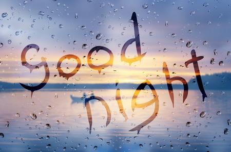 buonanotte: Pioggia su vetro con il testo Buona notte