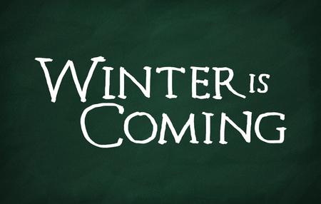 チョークの書き込みと黒板に冬が来ている