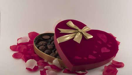 하트 모양의 사탕 상자