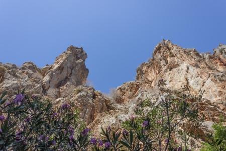 periferia: Le rocce rosse al Traxoulas canyon a Metochi, Lendas nella periferia di Creta, Grecia Archivio Fotografico