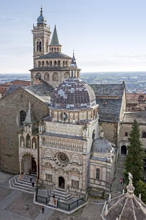 cappella: La ciudad medieval de B�rgamo, Cappella Colleoni Foto de archivo