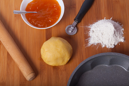 Dough for tarts and preparation for cooking.