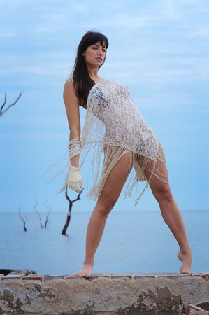 Beautiful young brunette woman naked on the beach Reklamní fotografie