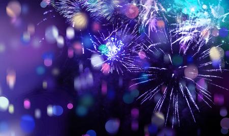 nouvel an: les étoiles et les lumières vives modèle de feux d'artifice colorés mousseux avec des étoiles colorées, confettis et de cercle formes ajoutées