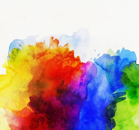 heldere regenboog gekleurde aquarel verf op wit papier Stockfoto