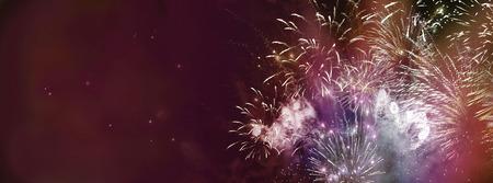 星と光のパターンの明るいカラフルな花火は、バナー