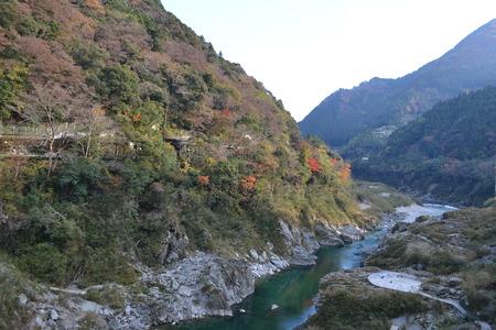 渓谷と山の風景