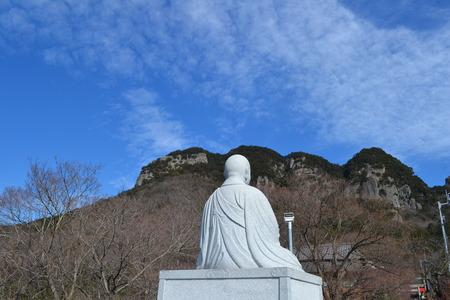 石像と山 写真素材