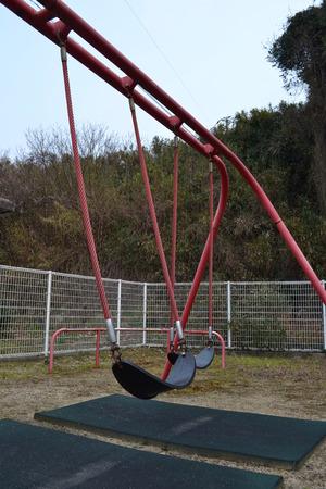 公園の遊具ブランコ