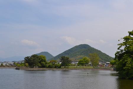 里山と国の池