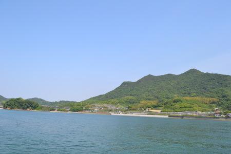 瀬戸内の海と青空の島